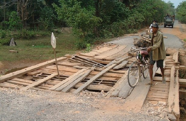 A well-used bridge, all right!   [Between Siem Reap and Banteay Srei]