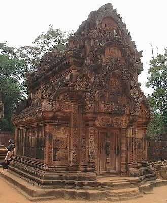 The golden sandstone of Banteay Srei, which takes on a nice glow in the late afternoon.