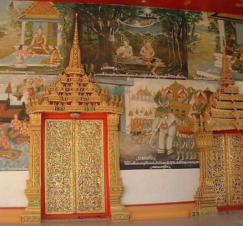 Also at Wat In Paeng:  Beautiful door, and murals all around