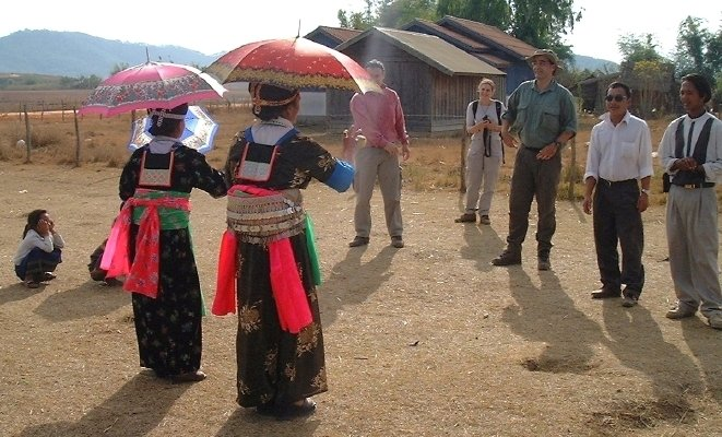 Hmong courtship game: toss the ball...   FOR A DESCRIPTION ABOUT HOW THIS WORKS, GO TO THE   People and Faces  PAGE AT THIS SITE.