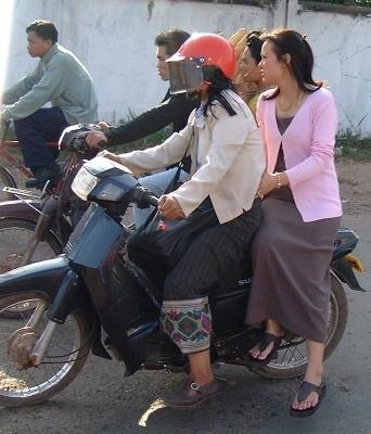 Women on motocycle (Vientiane, Laos)